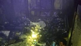 Мешки с мусором свалены в кучу