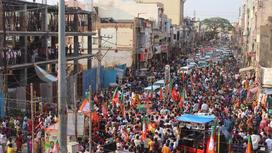 Толпа людей на митинге партии Моди