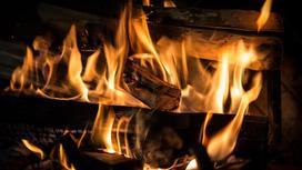 Огонь горит