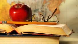 книги, яблоко, карандаш, очки