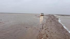 Залитая водой дорога в ЗКО