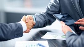 Бизнесмены пожимают руки