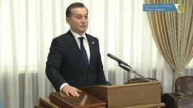 Сериккали Брекешев приносит присягу