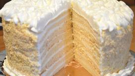 Торт «Молочная девочка» на доске
