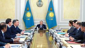 Назарбаев на заседании