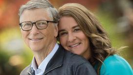 Билл Гейтс жарымен