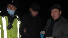 Полицейский и двое мужчин