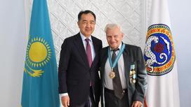Сагинтаев поздравил новых почетных граждан Алматы