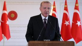Тайип Эрдоган у трибуны