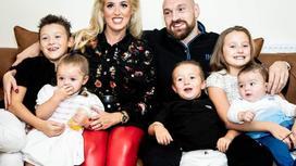 Тайсон Фьюри с женой и детьми