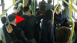 Момент совершения карманной кражи в автобусе в Нур-Султане