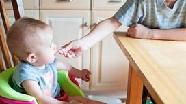 Развитие ребенка в 9 месяцев жизни: что должен уметь