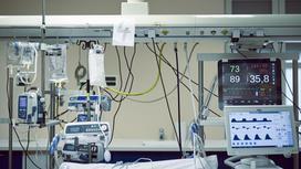 Больничное оборудование над койкой