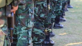 Солдаты стоят в ряд