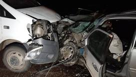 Два поврежденных автомобиля