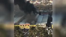 "Черный дым над рынком ""Жибек Жолы"" в Алматы"