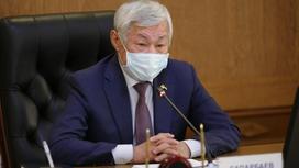 Бердибек Сапарбаев в маске. Фото пресс-служба акима Жамбылской области
