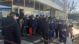 Рабочие свинофермы в Актюбинской области