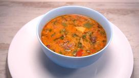 Суп из баранины в тарелке