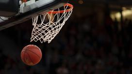 Кольцо и баскетбольный мяч