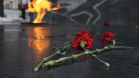 Вечный огонь и цветы