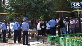 Сельчане в Алматинской области собрались у школы