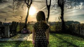 Девочка со спины