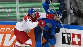 Хоккеисты Михал Джордан и Найджел Доус