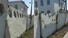 Ветхий забор в Алматинской области