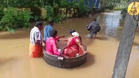 Пара плывет на свадьбу в штате Керала