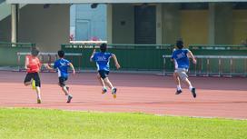 Дети на соревнованиях по бегу
