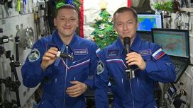 Космонавты Сергей Кудь-Сверчков и Сергей Рыжиков