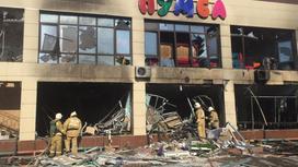 Пожарные работают на месте взрыва в Кызылорде