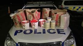 Обнаруженная при обыске еда из KFC