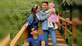 Жанболат Ербатыров и Жазира Байрбекова с сыном и дочерью