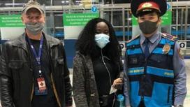 Бомбале Лолинго Раисса с полицейским и представителем МОМ