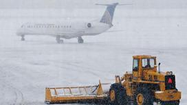 в аэропорту идет снег