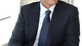 Мужчина в деловом костюме