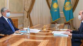 Касым-Жомарт Токаев и Гизат Нурдаулетов сидят за столом