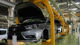 Сборка автомобилей на заводе
