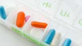 Витамины в таблетнице