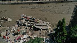 Здание рухнуло из-за наводнения