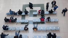 Люди сидят в СпецЦОНе