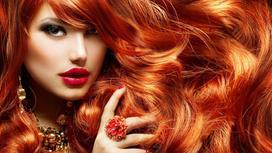 Девушка с пышными рыжими волосами