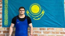 Казахстанский тяжелоатлет Артем Антропов