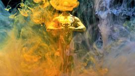 Статуэтка «Оскар» в цветной дымке
