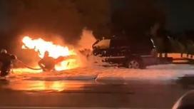 Внедорожник горит в Павлодаре