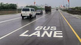 Автобусная полоса нанесена на дорогу