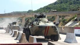 танки едут по дороге