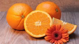 Апельсины на столе